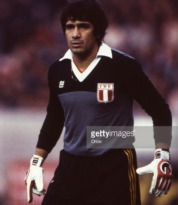 Peru-1982-PENALTY-GK-kit-gray-black-black.jpg