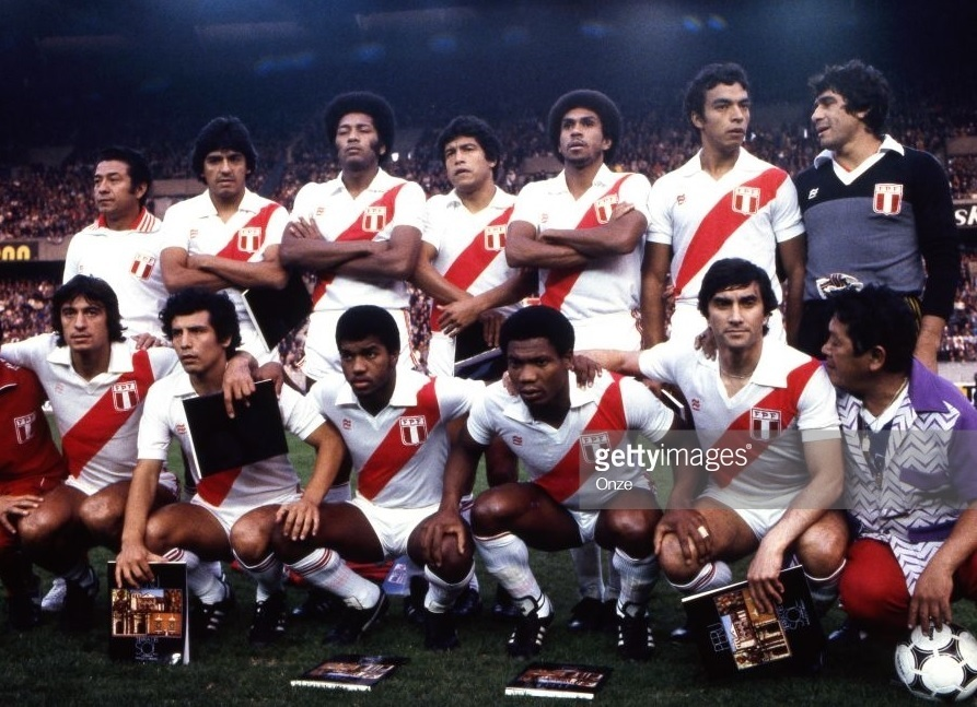 Peru-1982-PENALTY-home-kit-white-white-white-line-up.jpg