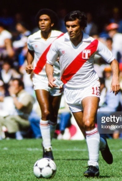 Peru-1982-PENALTY-home-kit-white-white-white.jpg