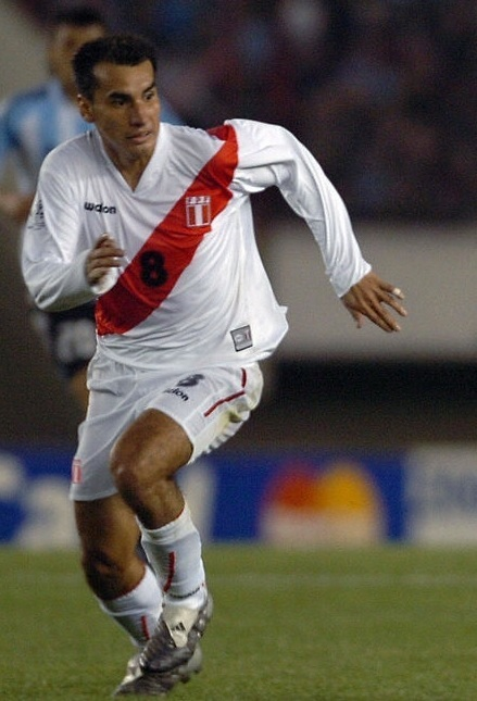 Peru-2004-WALON-world-cup-qualifier-home-kit-white-white-white.jpg