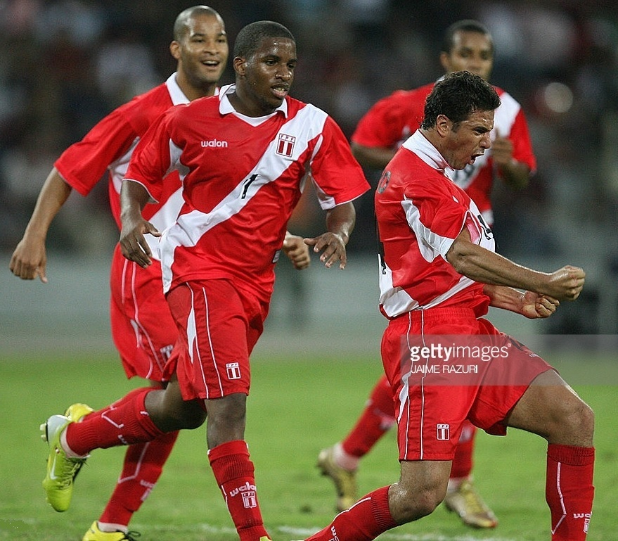 Peru-2007-walon-copa-america-away-kit-red-red-red.jpg
