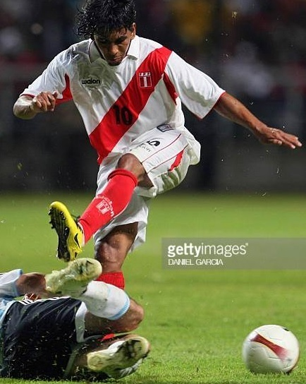 Peru-2007-walon-copa-america-home-kit-white-white-red.jpg