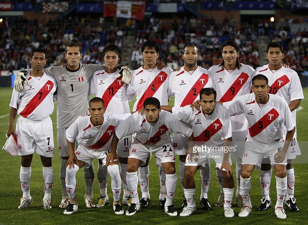 Peru-2008-WALON-home-kit-white-white-white-line-up.jpg
