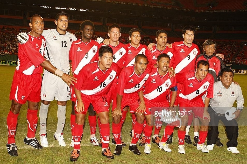 Peru-2009-WALON-away-kit-red-red-red-line-up.jpg