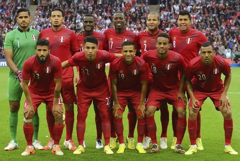 Peru-2014-15-umbro-away-kit-red-red-red-line-up.jpg
