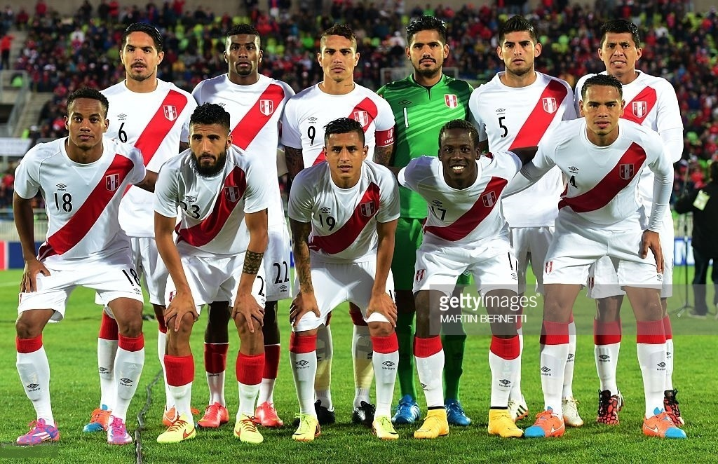 Peru-2014-15-umbro-home-kit-white-white-white-line-up.jpg