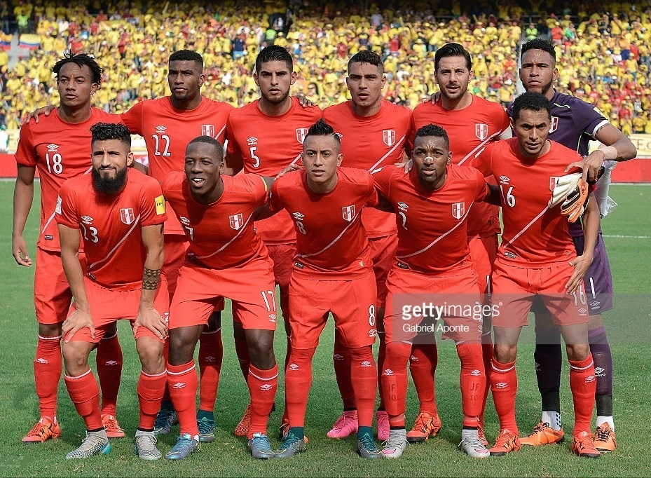 Peru-2015-16-umbro-away-kit-red-red-red-line-up.jpg