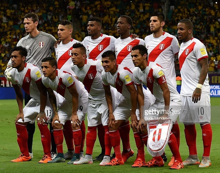 Peru-2015-umbro-home-kit-white-white-red-line-up.jpg