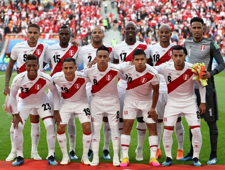 Peru-2018-umbro-world-cup-home-kit-white-white-white-line-up.jpg