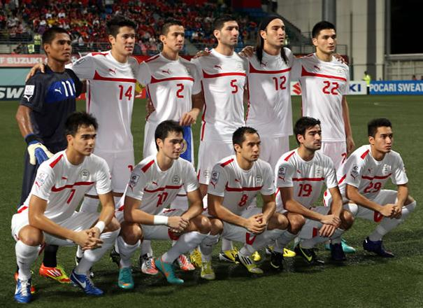 Philippines-12-13-PUMA-away-kit-white-white-white-line-up.JPG