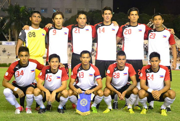 Philippines-12-PUMA-away-kit-white-black-white-line-up.jpg