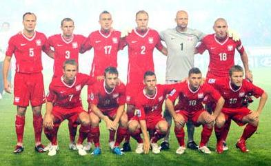 Poland-09-NIKE-away-uniform-red-red-red-group.JPG