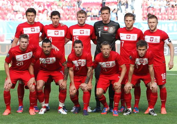 Poland-12-13-NIKE-old-emblem-away-kit-red-red-red-line-up.jpg