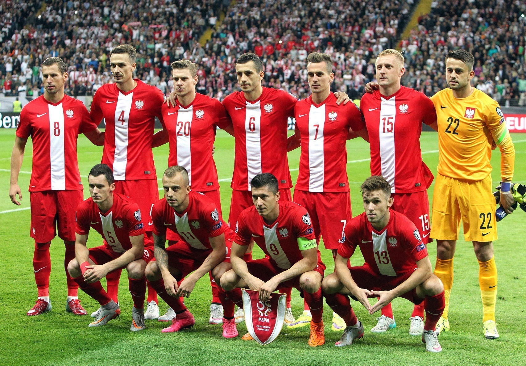 Poland-14-15-NIKE-away-kit-red-red-red-line-up.jpg