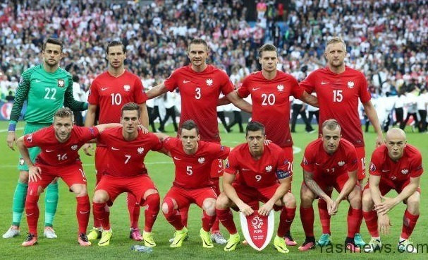 Poland-2016-NIKE-away-kit-red-red-red-line-up.jpg