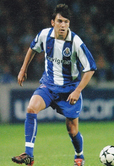Porto-03-04-NIKE-first-kit-stripe-blue-blue-Paulo-Ferreira.jpg