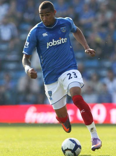 Portsmouth-09-10-CANTERBERY-first-kit-Kevin-Prince-Boateng.JPG