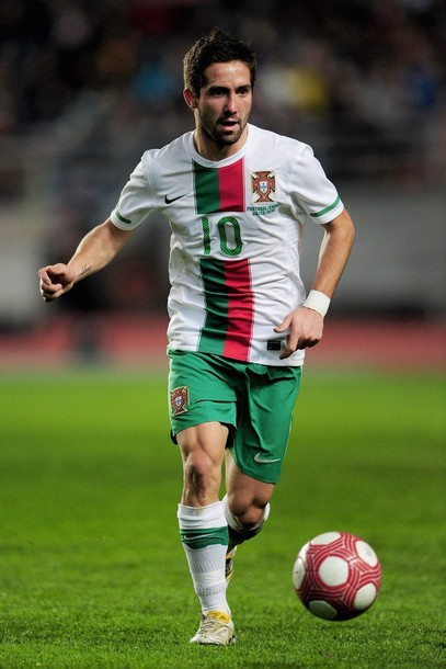 Portugal-10-11-NIKE-away-uniform-white-green-white.JPG