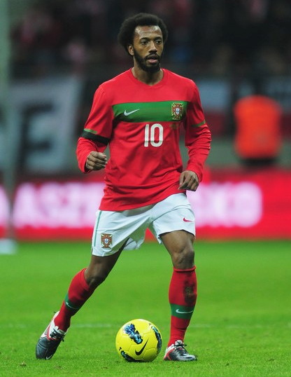 Portugal-10-11-NIKE-home-kit-red-white-red-2.jpg