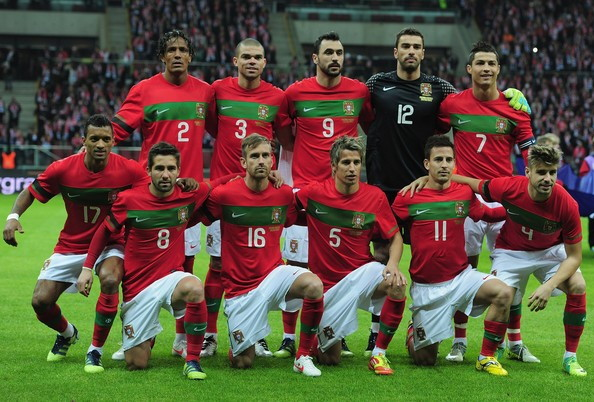 Portugal-10-11-NIKE-home-kit-red-white-red-line-up.jpg