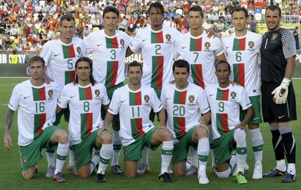 Portugal-10-11-NIKE-world-cup-away-kit-white-green-white-line-up.JPG