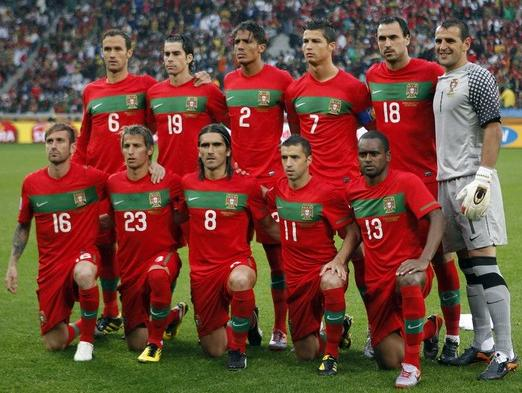 Portugal-10-11-NIKE-world-cup-home-kit-red-red-red-line-up.JPG