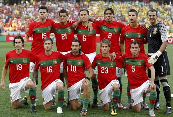 Portugal-10-11-NIKE-world-cup-home-kit-red-white-green-line-up.JPG
