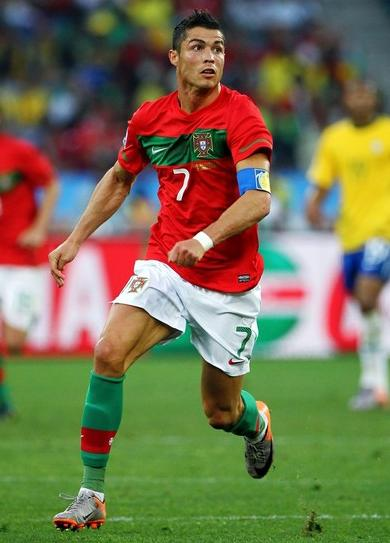 Portugal-10-11-NIKE-world-cup-home-kit-red-white-green.JPG