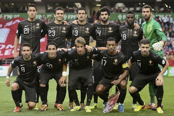 Portugal-13-NIKE-away-kit-black-black-black-pose.jpg