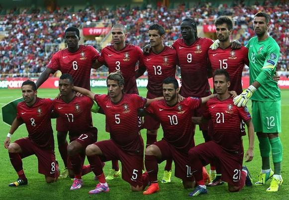 Portugal-14-15-NIKE-home-kit-red-red-red-line-up-before-game.jpg