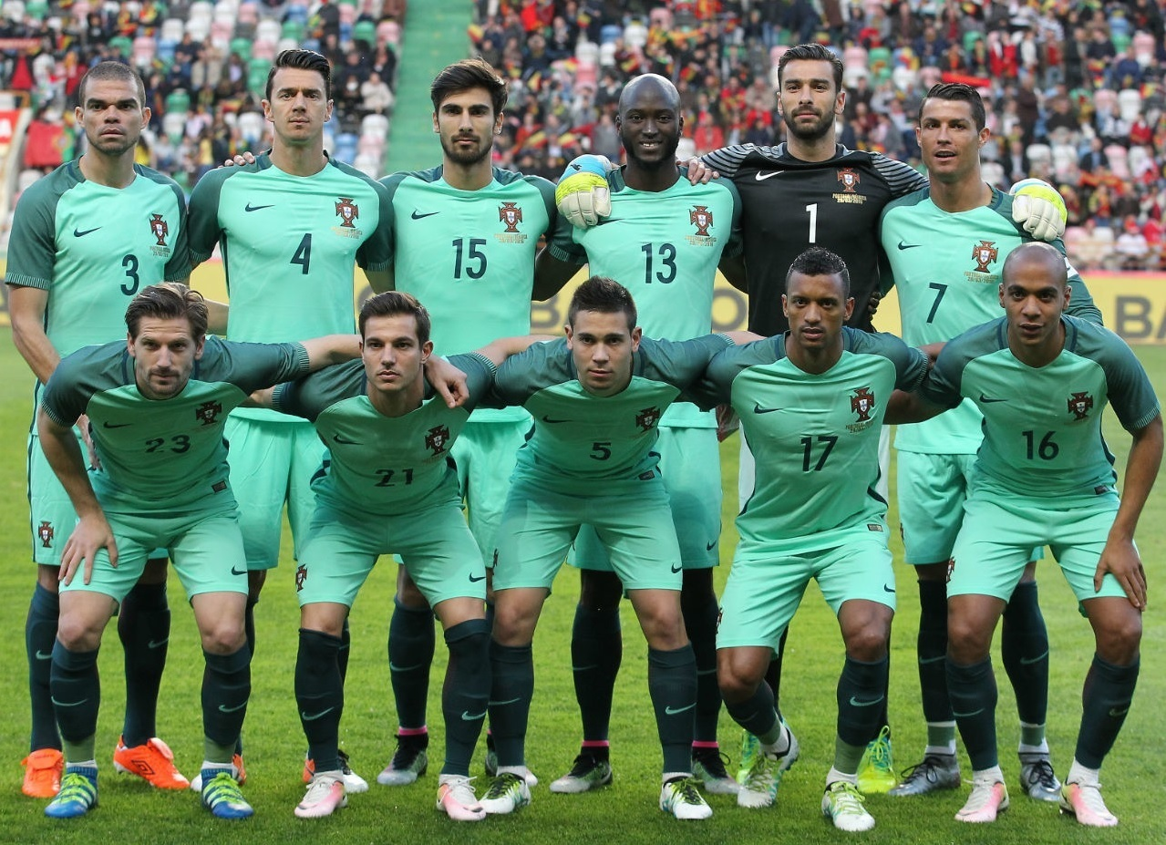 Portugal-2016-NIKE-away-kit-green-green-green-line-up.jpg