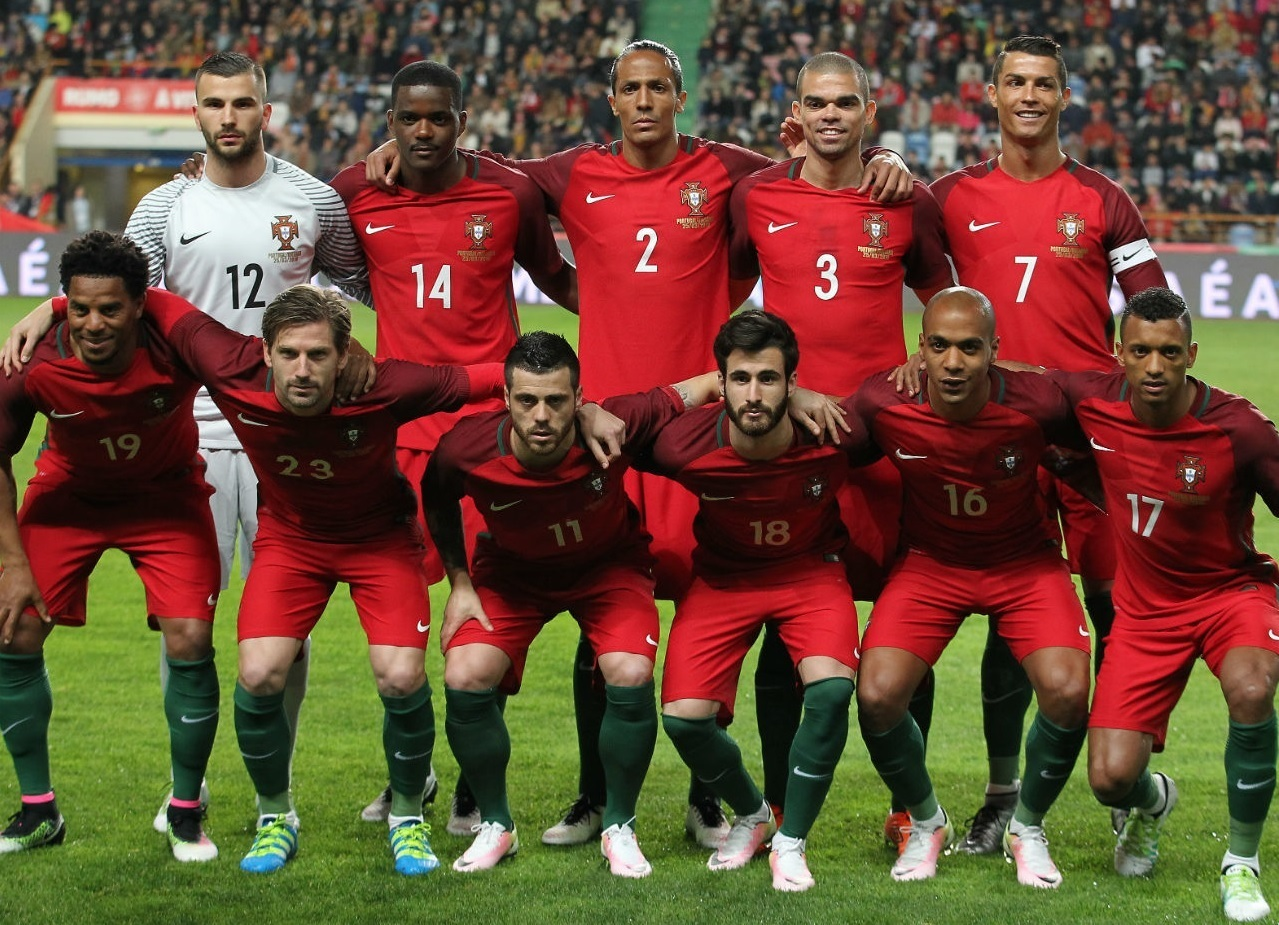 Portugal-2016-NIKE-home-kit-red-red-green-line-up.jpg