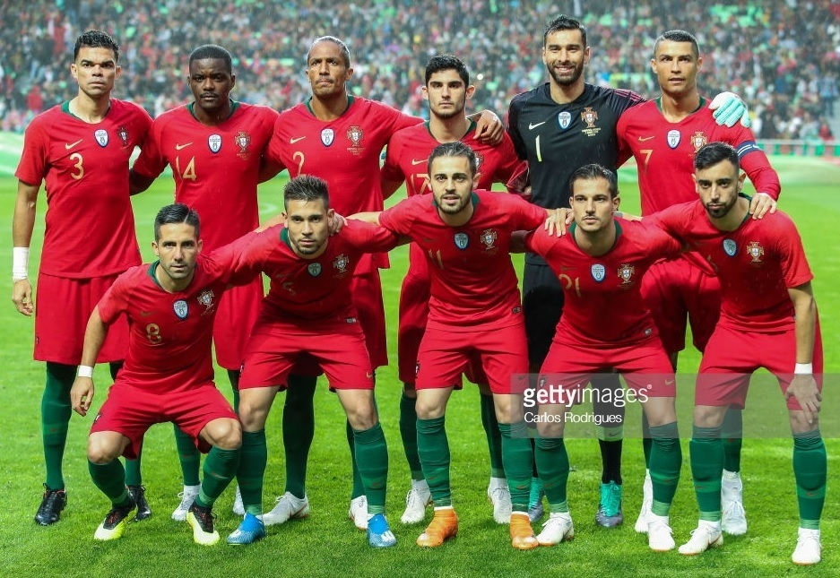 Portugal-2018-NIKE-home-kit-red-red-green-line-up.jpg