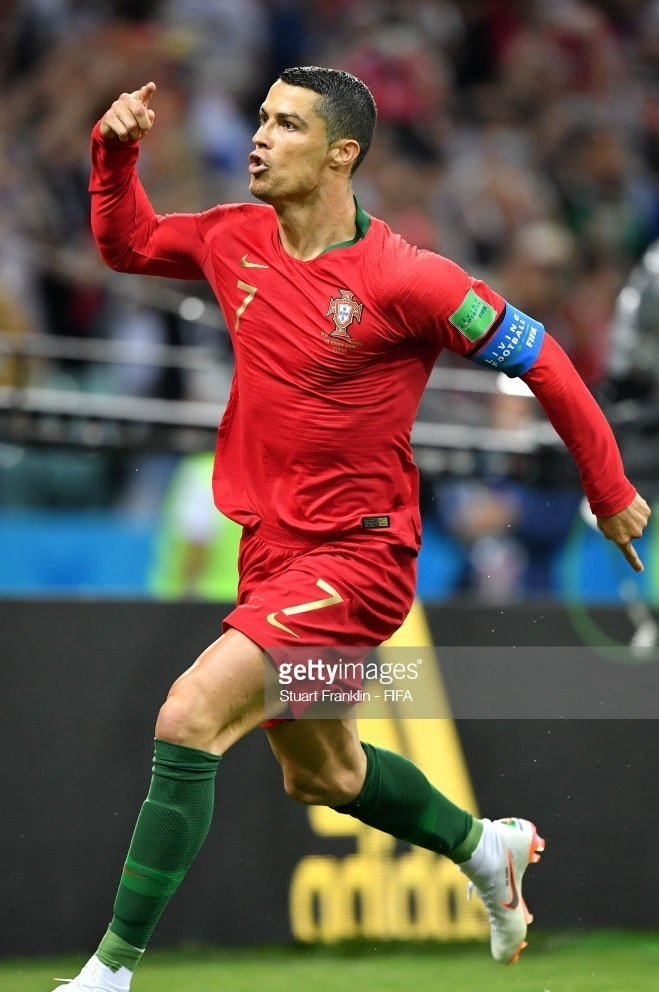 Portugal-2018-NIKE-world-cup-home-kit-red-red-green-Cristiano-Ronaldo-1.jpg