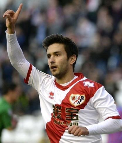 Rayo-Vallecano-14-15-errea-home-kit-Alberto-Bueno.JPG