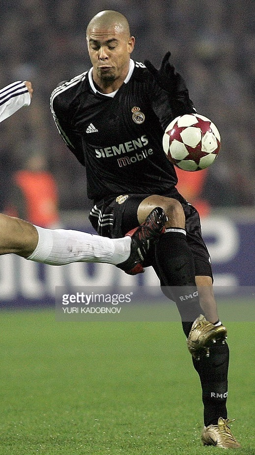 Real-Madrid-04-05-adidas-third-kit-black-black-black-Ronaldo.jpg
