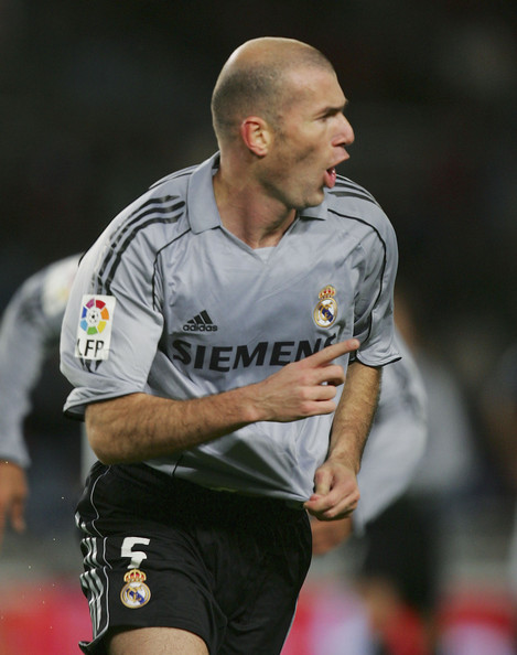 Real-Madrid-05-06-third-kit-gray-black-black-Zinedine-Zidane.jpg