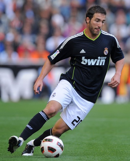 Real-Madrid-10-11-adidas-second-kit-black-white-black-Gonzalo-Higuain.jpg