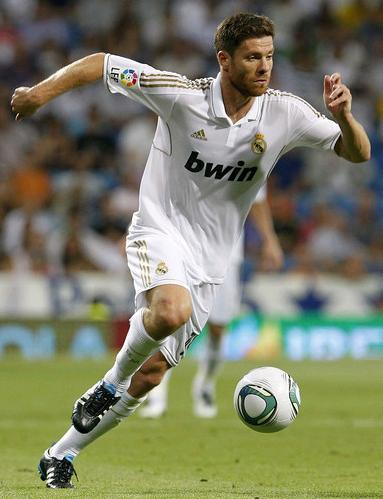 Real-Madrid-11-12-adidas-first-kit-Xabi-Alonso.JPG