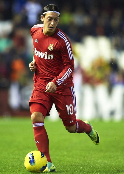 Real-Madrid-11-12-adidas-third-kit-red-red-red.jpg