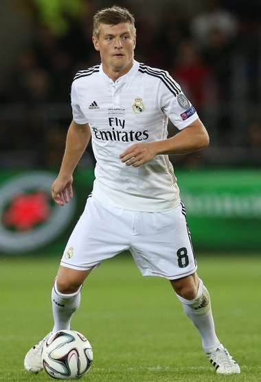 Real-Madrid-14-15-adidas-first-kit-white-white-white-Toni-Kroos.jpg