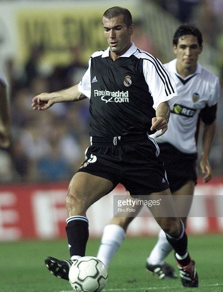 Real-Madrid-2001-02-adidas-away-kit.jpg