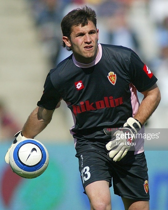 Real-Zaragoza-2004-05-lotto-GK-kit.jpg