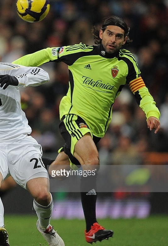 Real-Zaragoza-2009-10-adidas-away-kit.jpg