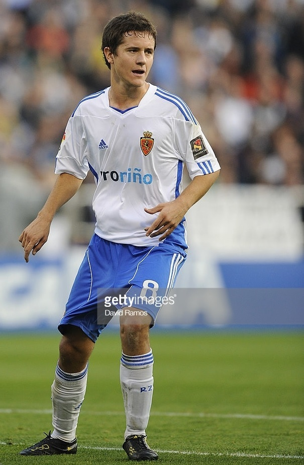 Real-Zaragoza-2010-11-adidas-home-kit.jpg