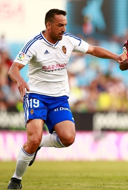 Real-Zaragoza-2016-17-adidas-home-kit.jpg
