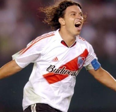 River-Plate-05-06-adidas-home-kit-Marcel-Gallardo.jpg