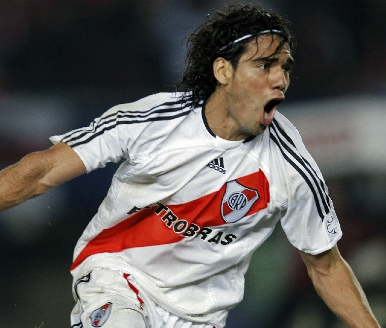 River-Plate-06-07-adidas-home-kit-Radamel-Falcao.jpg