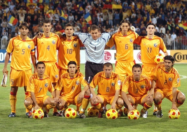 Romania-2004-05-adidas-home-kit-yellow-yellow-yellow-line-up.jpg