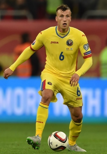 Romania-2015-16-Joma-home-kit-yellow-yellow-yellow.jpg